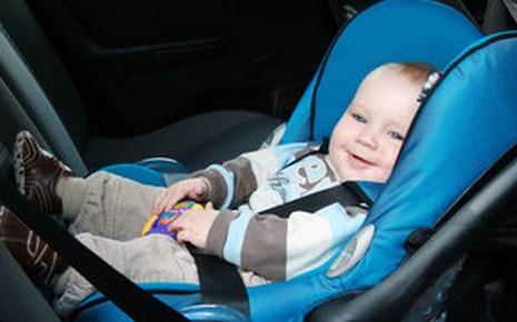 pensez bien attacher vos enfants en voiture magazine auto fr. Black Bedroom Furniture Sets. Home Design Ideas