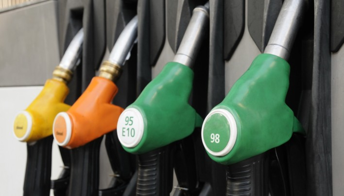 nouvelle taxe sur le carburant quelles r percutions la pompe magazine auto fr. Black Bedroom Furniture Sets. Home Design Ideas