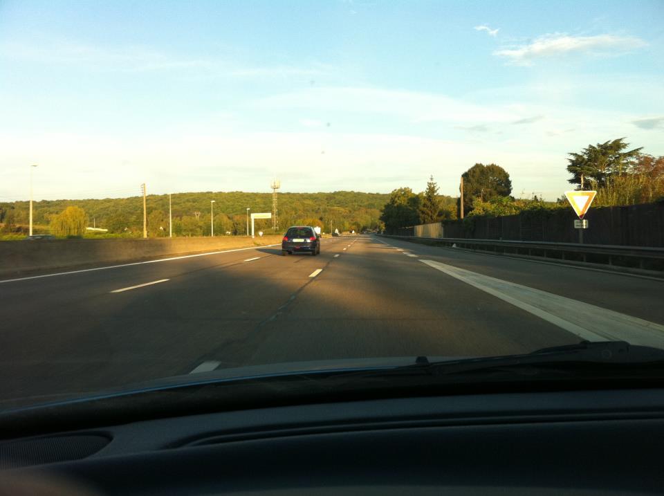 voiture-voie-milieu