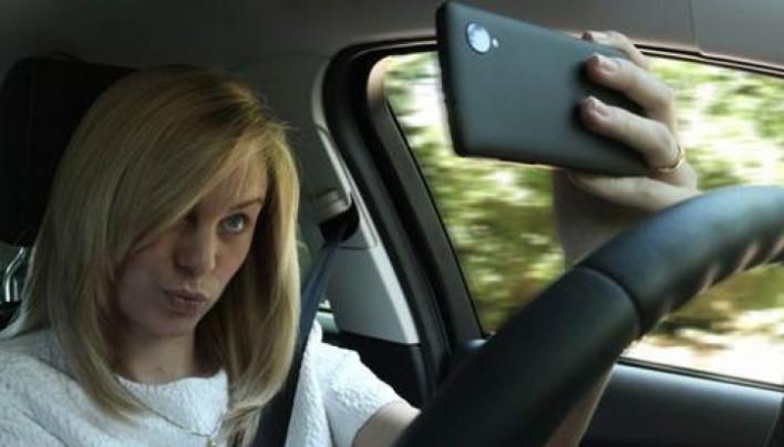 Ford part en lutte contre les dangers du selfie en voiture